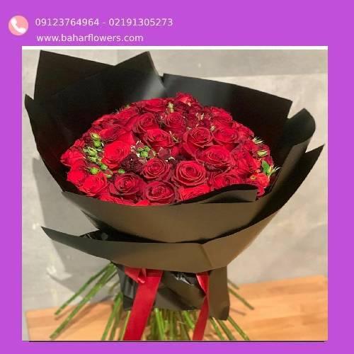 دسته گل رز قرمز ساده